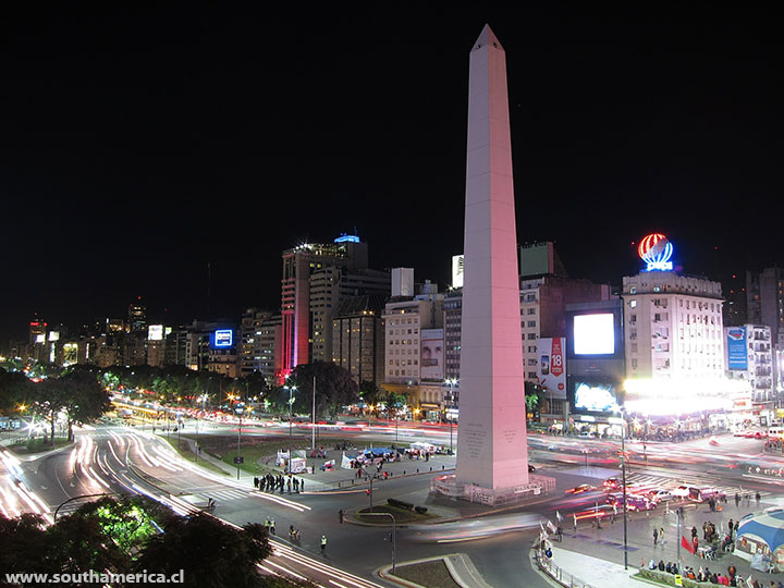 The obelisk of Buenos Aires at night